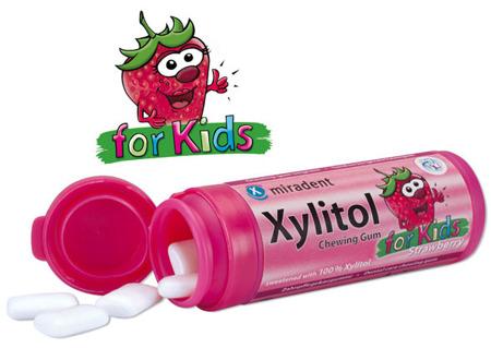MIRADENT Xylitol Chewing Gum For Kids - guma do żucia z ksylitolem przeciw próchnicy dla dzieci, 30 szt, smak truskawka